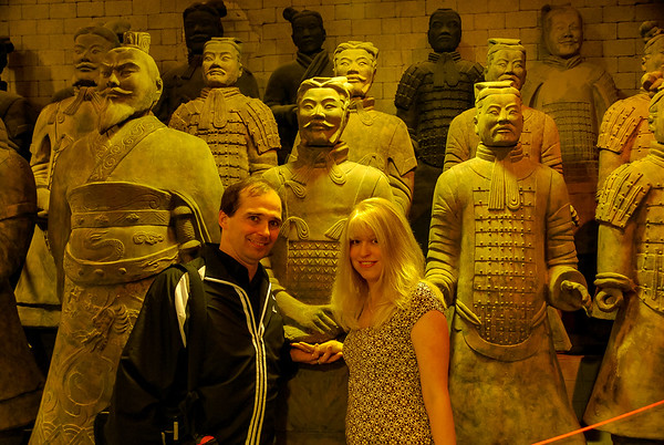 A photo of Tim and Corinne standing in front of a rank of terracotta soldiers of various ranks.
